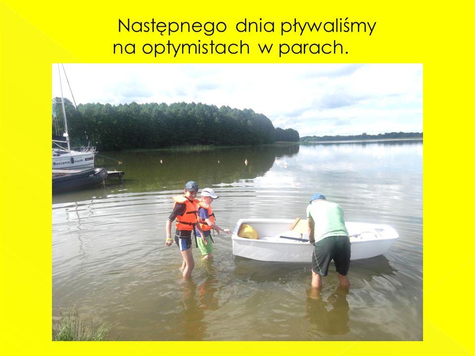 Następnego dnia pływaliśmy na optymistach w parach.