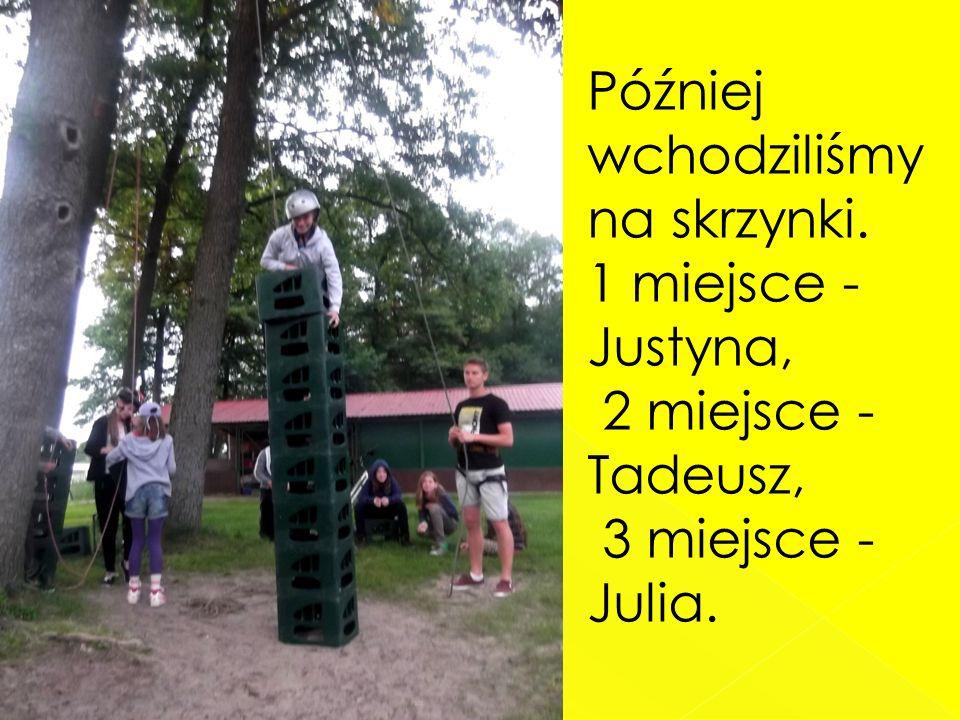 Później wchodziliśmy na skrzynki. 1 miejsce - Justyna, 2 miejsce - Tadeusz, 3 miejsce - Julia.