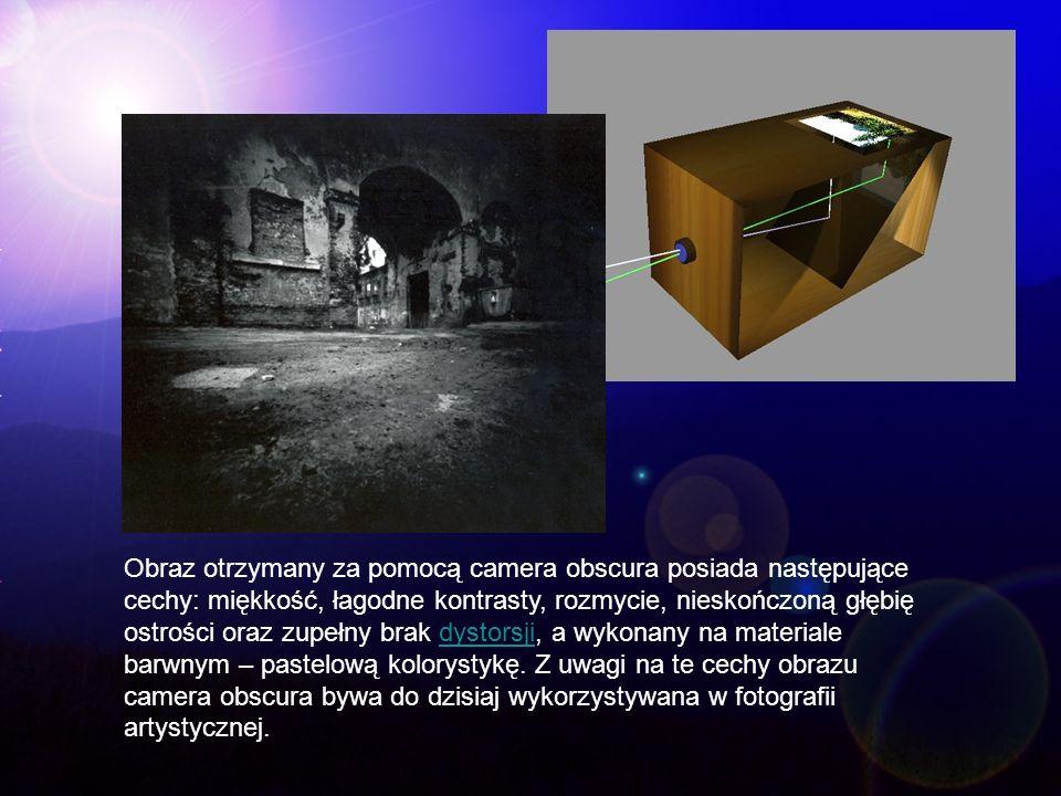 Obraz otrzymany za pomocą camera obscura posiada następujące cechy: miękkość, łagodne kontrasty, rozmycie, nieskończoną głębię ostrości oraz zupełny b