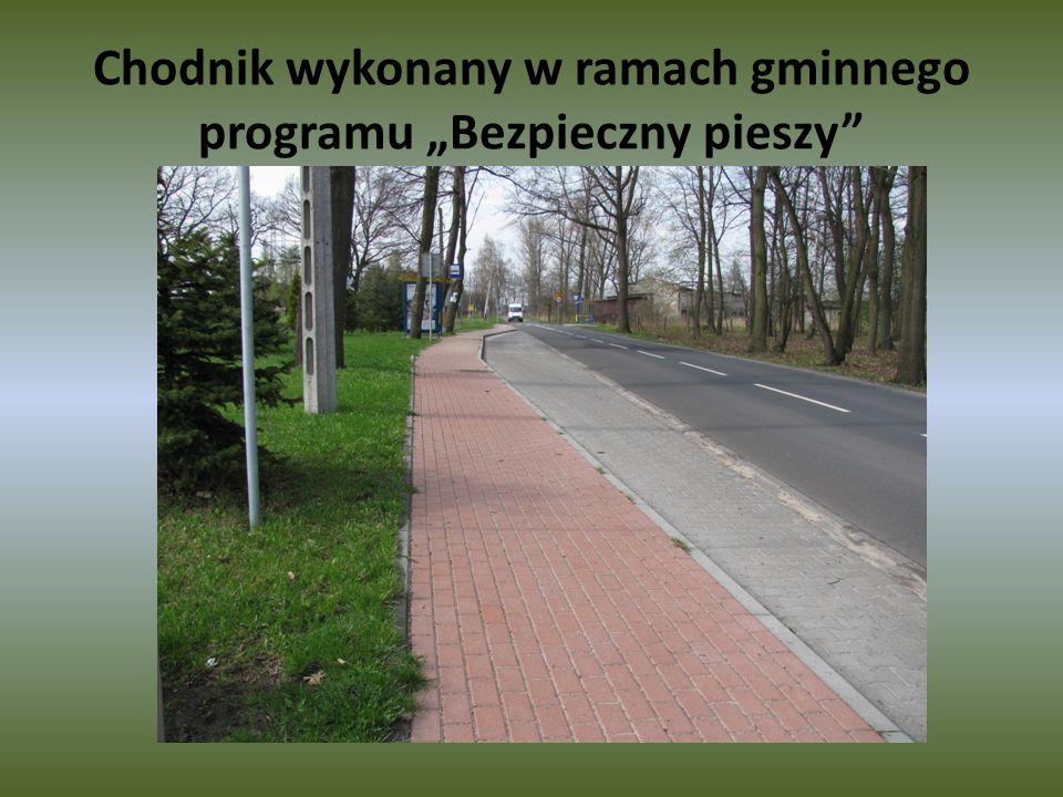 Chodnik wykonany w ramach gminnego programu Bezpieczny pieszy