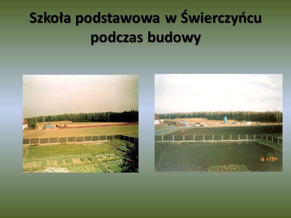 Szkoła podstawowa w Świerczyńcu podczas budowy