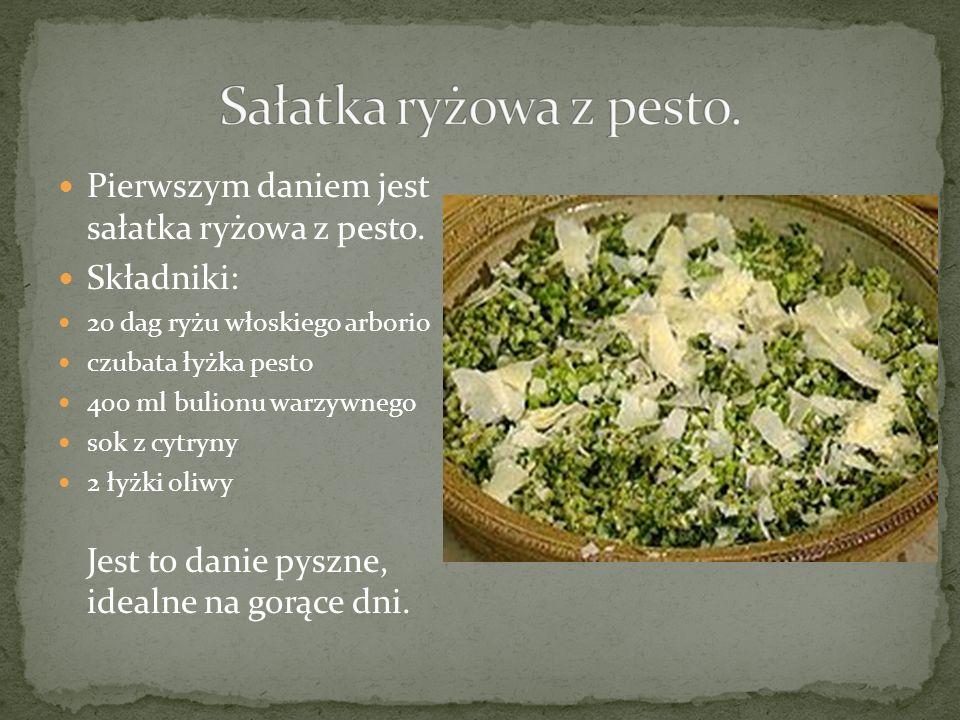 Następnym daniem jest wyśmienita, aromatyczna zupa minestrone Składniki: 300 g pomidorów (2 średnie) 1 czerwona papryka kawałek dyni ze skórą (ok 600 g) * kawałeczek selera (korzeń) 1 mała pietruszka 1 średnia cebula 100 g pora 200 g marchewki 200 g cukinii 200 g ziemniaków 200 g kapusty 2 liście laurowe 2 ząbki cz 1 puszka białej fasoli 150 g zielonej fasolki 1,75 litra bulionu jarzynowego 2 łyżki listków natki pietruszki 100 g cienkiego makaronuosnku