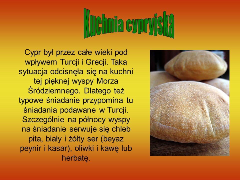 Cypr był przez całe wieki pod wpływem Turcji i Grecji. Taka sytuacja odcisnęła się na kuchni tej pięknej wyspy Morza Śródziemnego. Dlatego też typowe