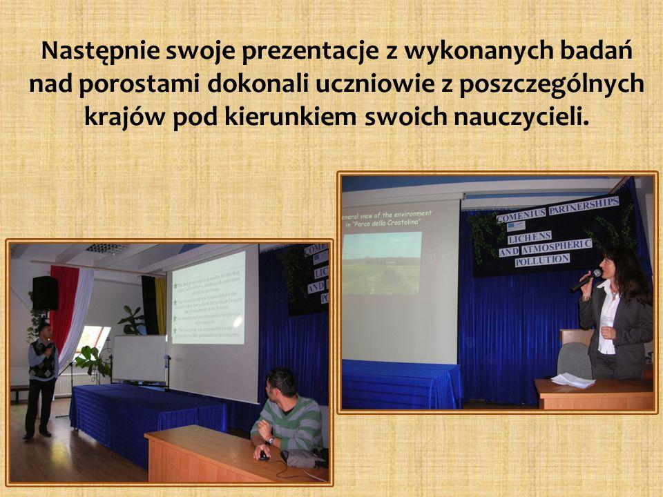 Następnie swoje prezentacje z wykonanych badań nad porostami dokonali uczniowie z poszczególnych krajów pod kierunkiem swoich nauczycieli.