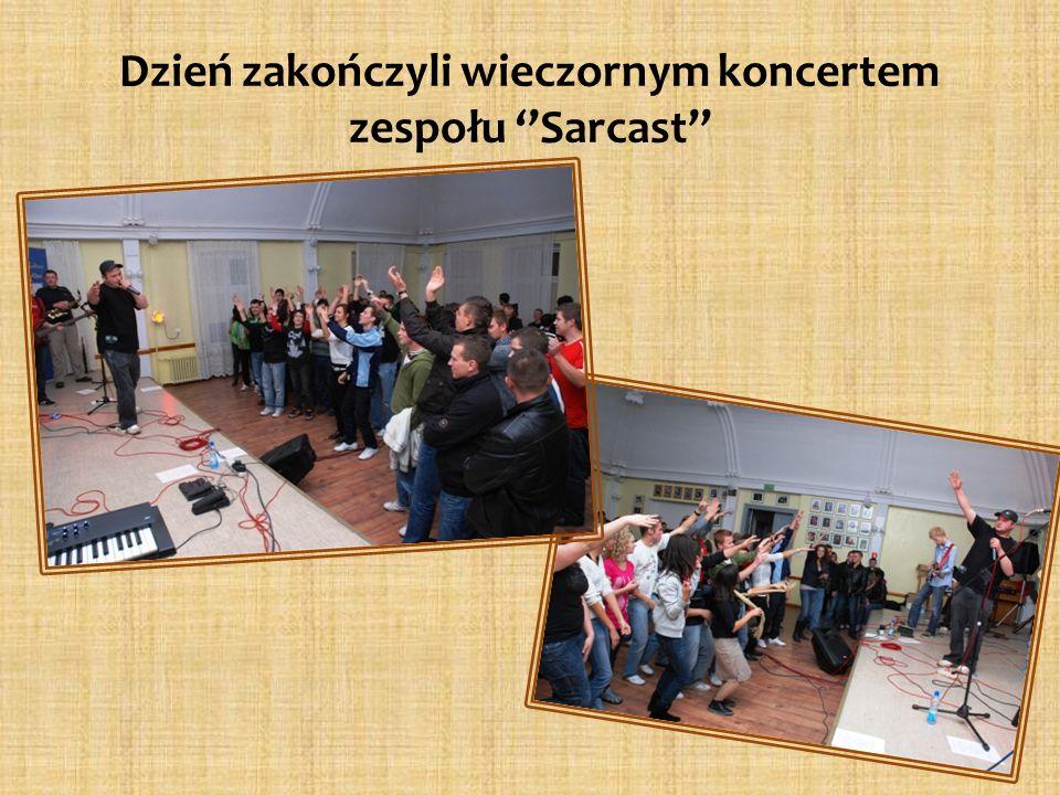 Dzień zakończyli wieczornym koncertem zespołu Sarcast