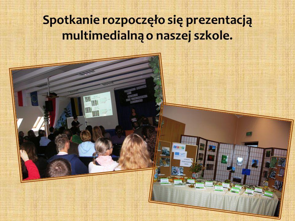 Spotkanie rozpoczęło się prezentacją multimedialną o naszej szkole.