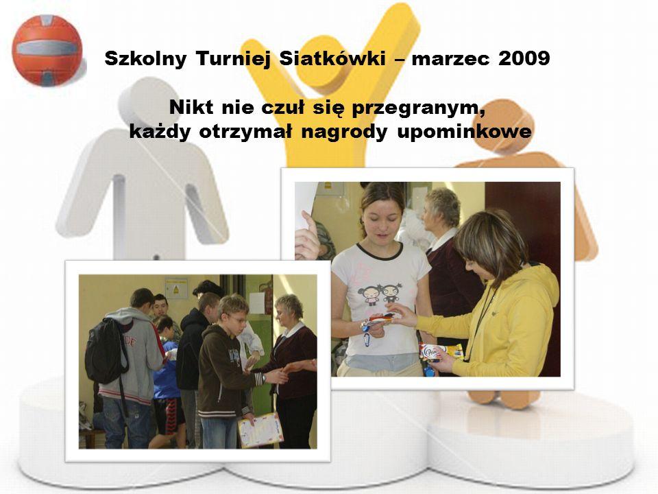 Szkolny Turniej Siatkówki – marzec 2009 Nikt nie czuł się przegranym, każdy otrzymał nagrody upominkowe