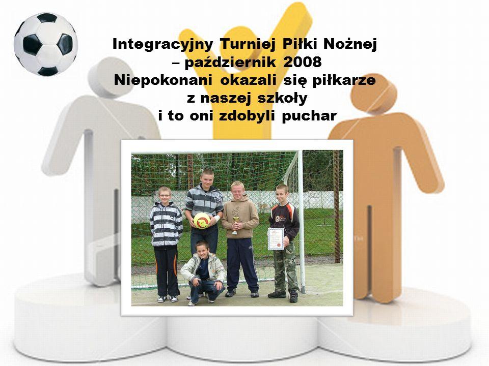 Zawody w ringo w Zabrzu – październik 2008 Naszą szkołę z uśmiechem na twarzy, dzielnie reprezentowały dziewczyny