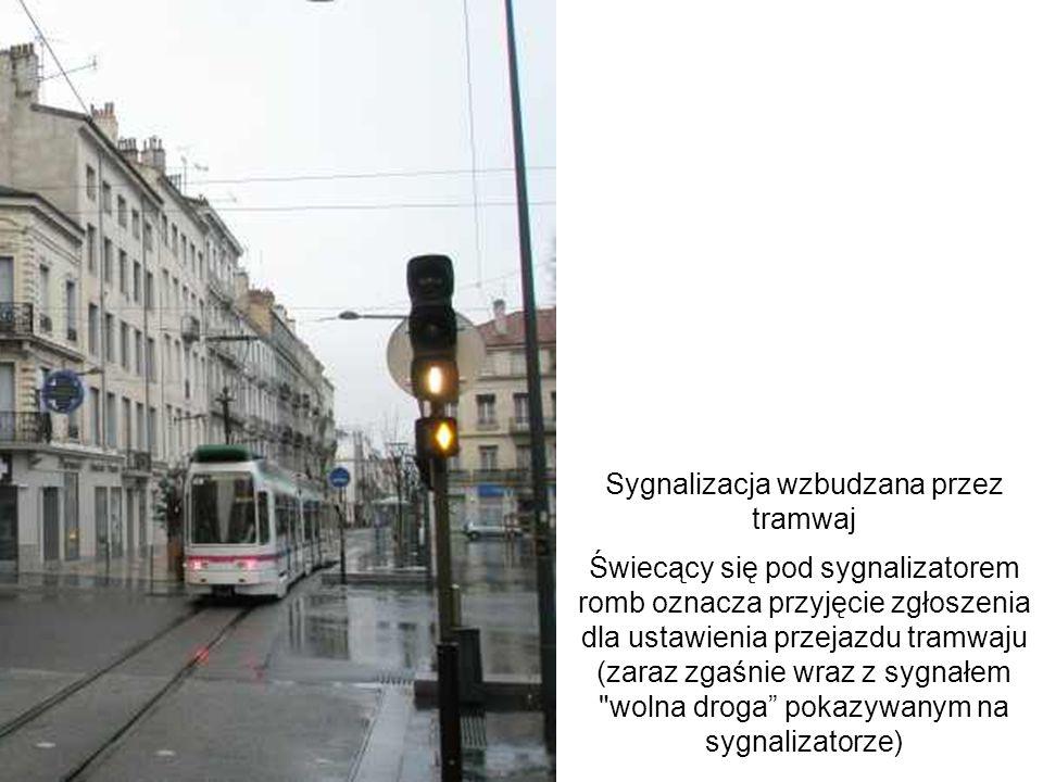 Sygnalizacja wzbudzana przez tramwaj Świecący się pod sygnalizatorem romb oznacza przyjęcie zgłoszenia dla ustawienia przejazdu tramwaju (zaraz zgaśni
