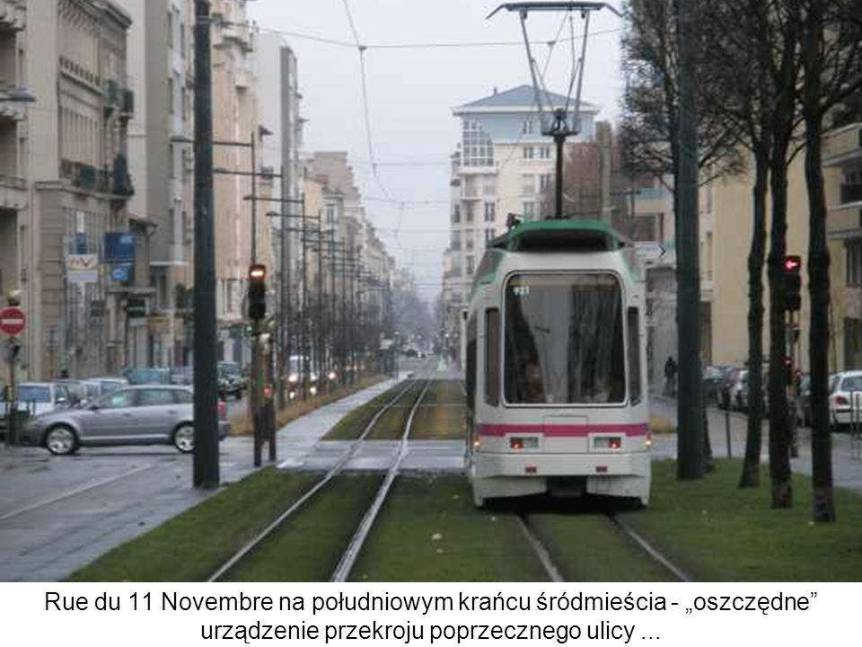 Rue du 11 Novembre na południowym krańcu śródmieścia - oszczędne urządzenie przekroju poprzecznego ulicy...