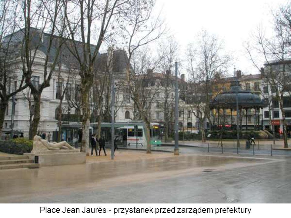 Place Jean Jaurès - przystanek przed zarządem prefektury