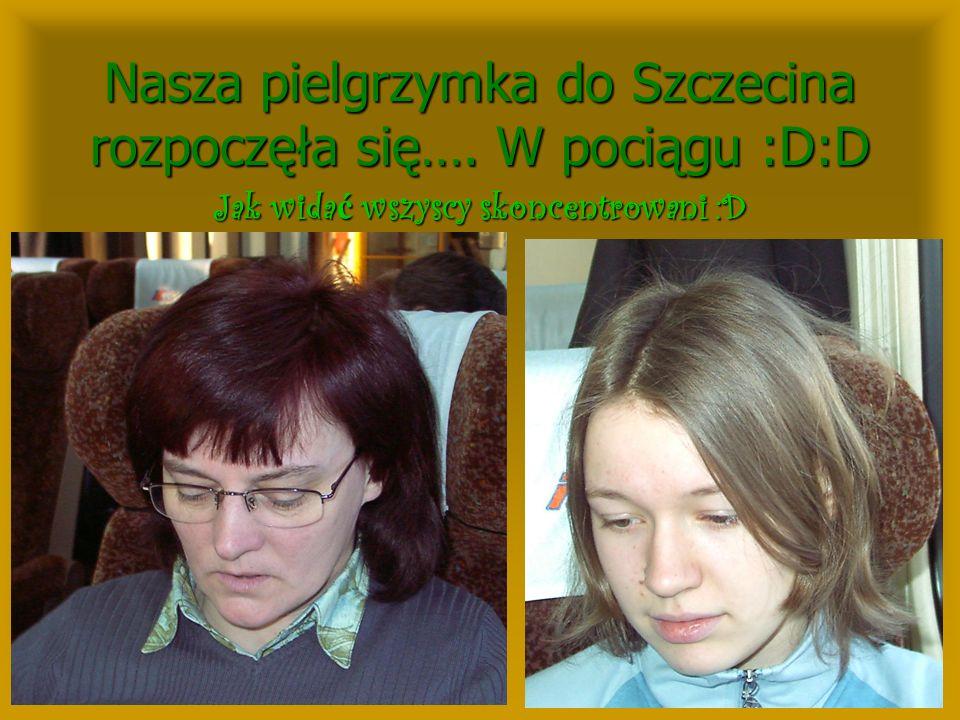 Nasza pielgrzymka do Szczecina rozpoczęła się…. W pociągu :D:D Jak wida ć wszyscy skoncentrowani :D