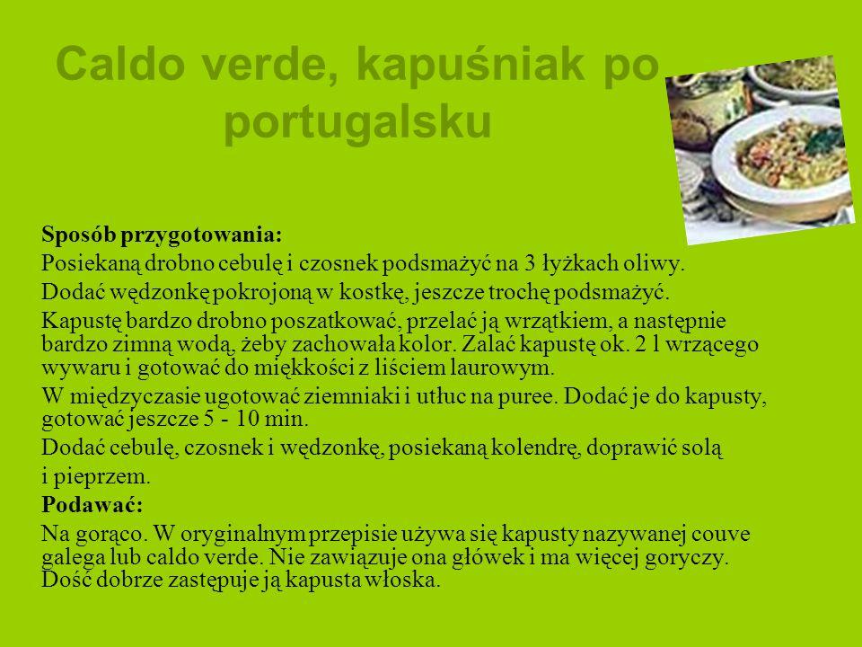 Caldo verde, kapuśniak po portugalsku Sposób przygotowania: Posiekaną drobno cebulę i czosnek podsmażyć na 3 łyżkach oliwy. Dodać wędzonkę pokrojoną w