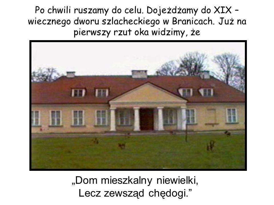 Dwór ten, to typowy dwór polski, zbudowany w stylu klasycznym, na planie podkowy, urządzony niezwykle naturalnie.
