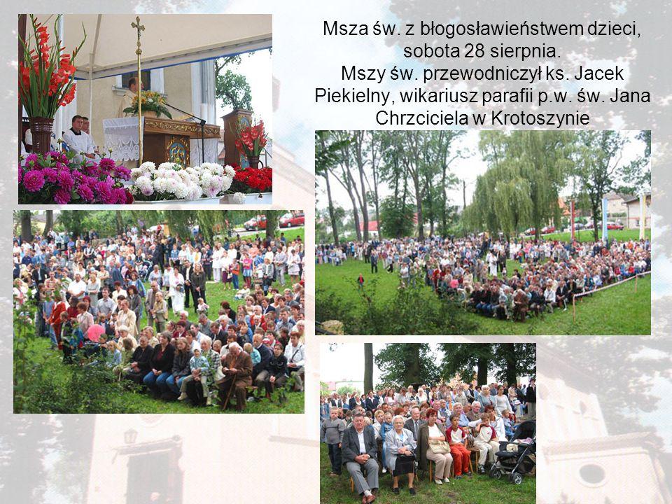 Msza św. z błogosławieństwem dzieci, sobota 28 sierpnia. Mszy św. przewodniczył ks. Jacek Piekielny, wikariusz parafii p.w. św. Jana Chrzciciela w Kro