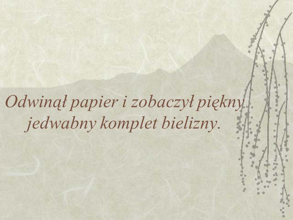 Odwinął papier i zobaczył piękny jedwabny komplet bielizny.