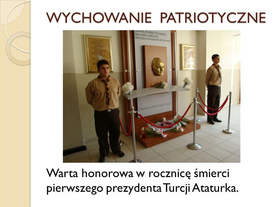 WYCHOWANIE PATRIOTYCZNE Warta honorowa w rocznicę śmierci pierwszego prezydenta Turcji Ataturka.