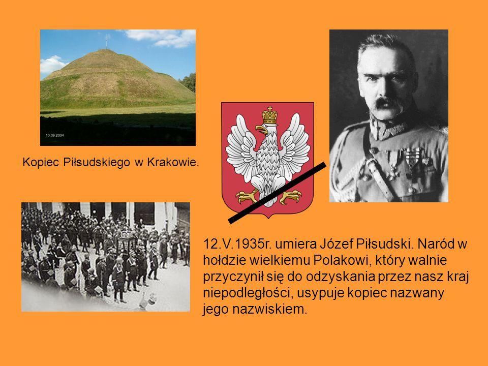 12.V.1935r. umiera Józef Piłsudski. Naród w hołdzie wielkiemu Polakowi, który walnie przyczynił się do odzyskania przez nasz kraj niepodległości, usyp