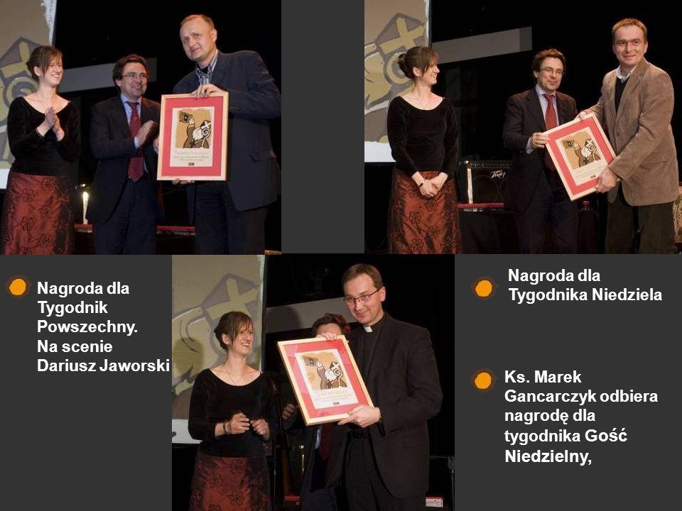 Nagroda dla Tygodnik Powszechny. Na scenie Dariusz Jaworski Nagroda dla Tygodnika Niedziela Ks. Marek Gancarczyk odbiera nagrodę dla tygodnika Gość Ni