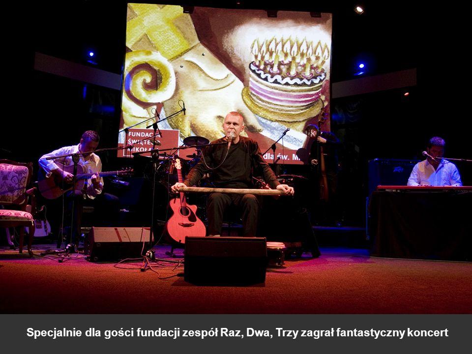 Specjalnie dla gości fundacji zespół Raz, Dwa, Trzy zagrał fantastyczny koncert