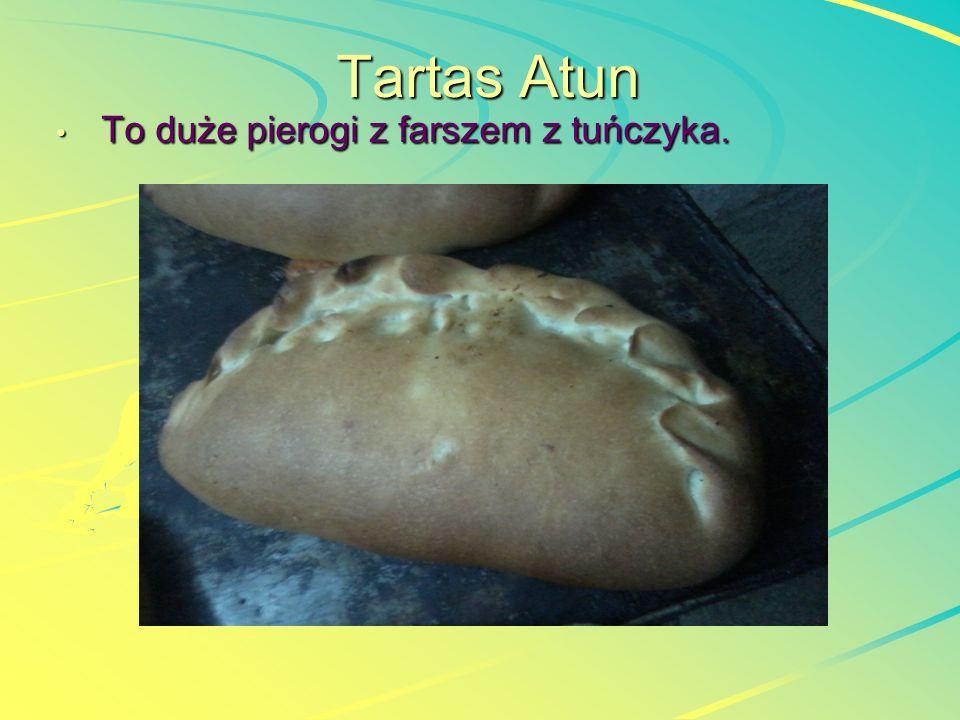 Tartas Atun To duże pierogi z farszem z tuńczyka. To duże pierogi z farszem z tuńczyka.