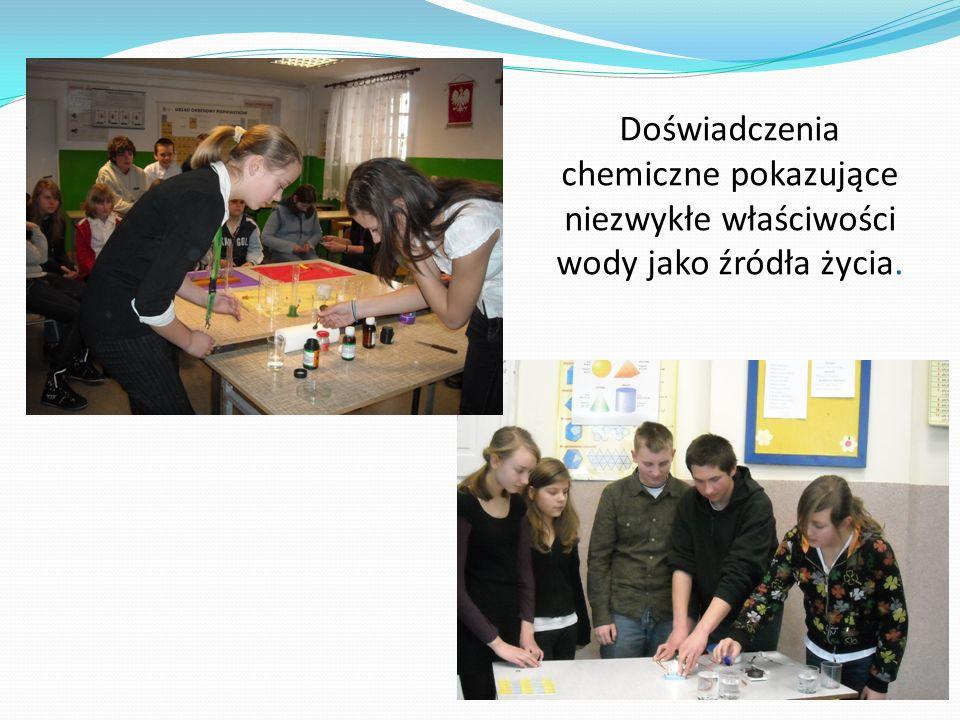 Doświadczenia chemiczne pokazujące niezwykłe właściwości wody jako źródła życia.