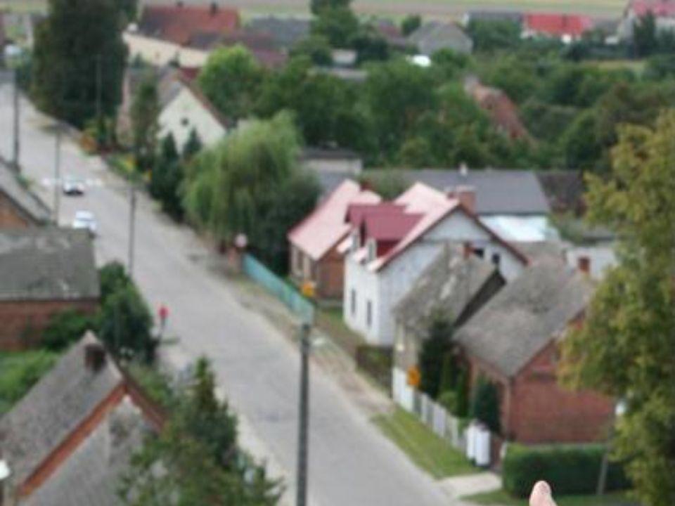 Na północno-wschodnim krańcu wsi znajduje się kościół p.w.