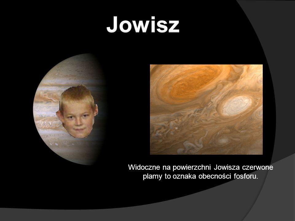 Widoczne na powierzchni Jowisza czerwone plamy to oznaka obecności fosforu.
