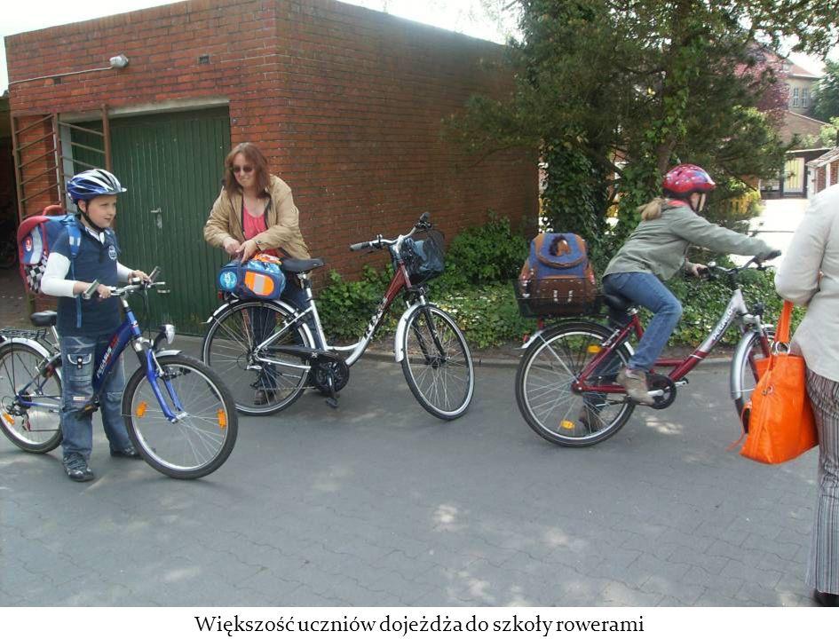 Większość uczniów dojeżdża do szkoły rowerami