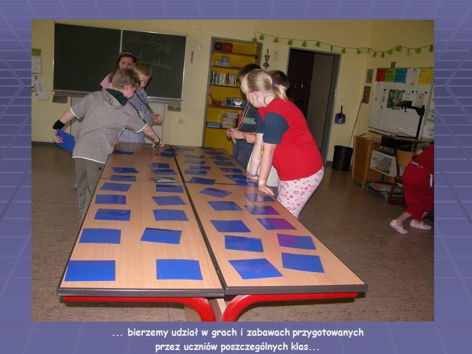 ... bierzemy udział w grach i zabawach przygotowanych przez uczniów poszczególnych klas...
