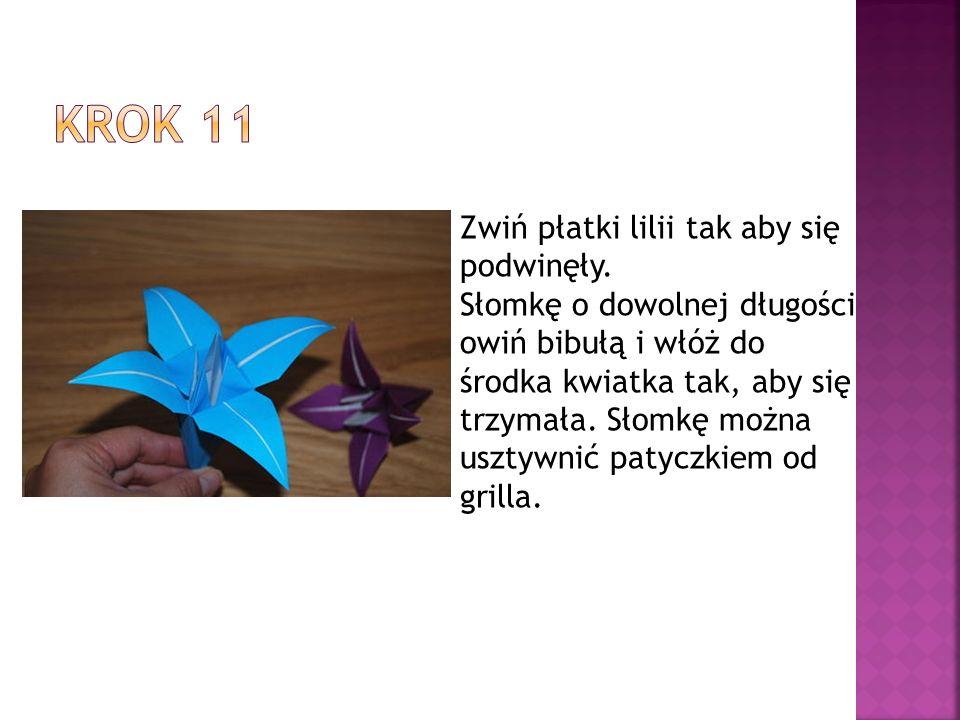 Zwiń płatki lilii tak aby się podwinęły. Słomkę o dowolnej długości owiń bibułą i włóż do środka kwiatka tak, aby się trzymała. Słomkę można usztywnić
