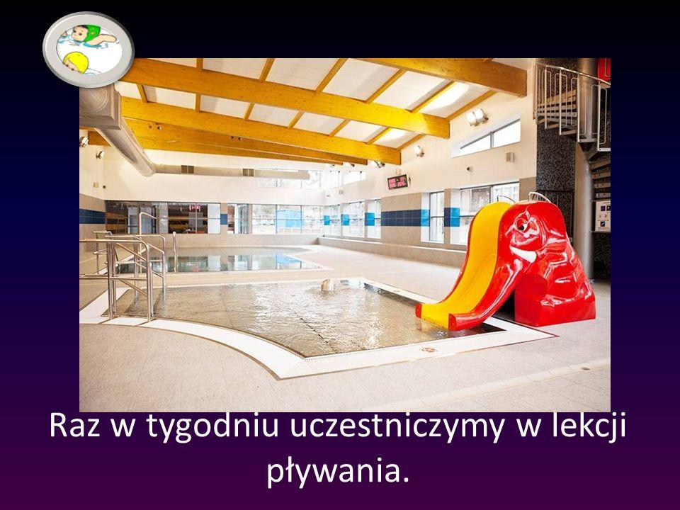 Raz w tygodniu uczestniczymy w lekcji pływania.