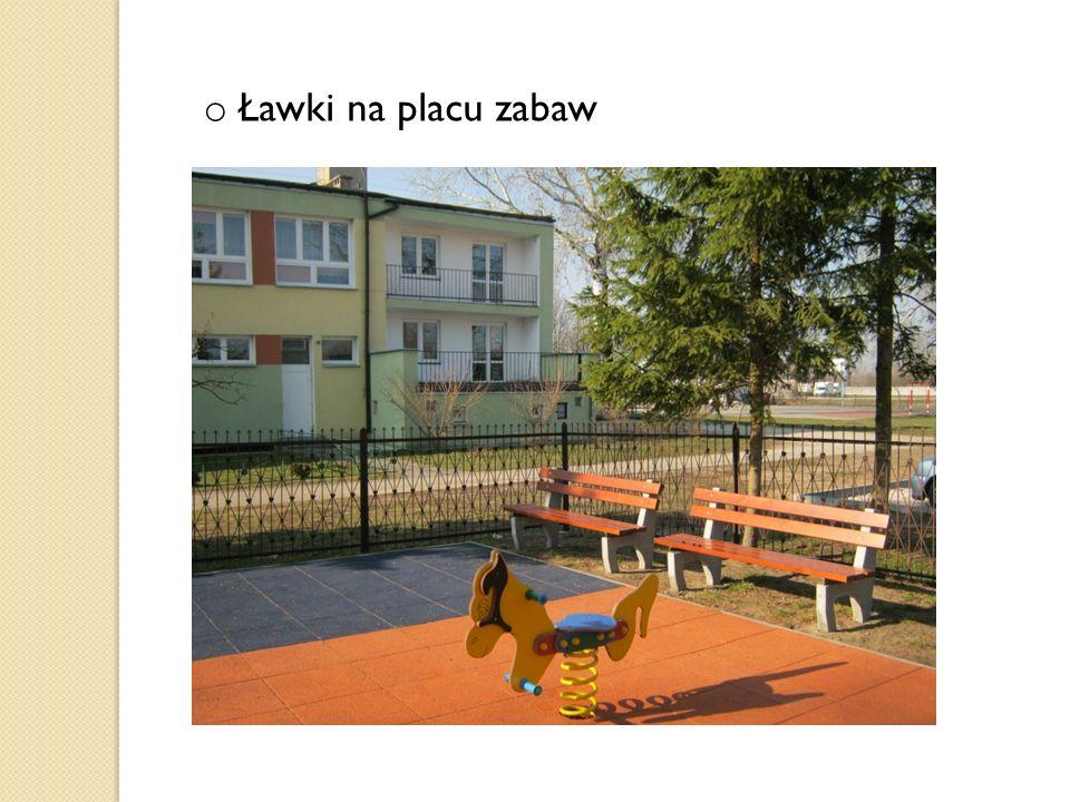 o Ławki na placu zabaw