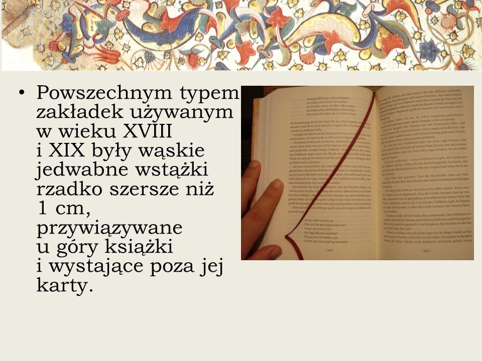 Powszechnym typem zakładek używanym w wieku XVIII i XIX były wąskie jedwabne wstążki rzadko szersze niż 1 cm, przywiązywane u góry książki i wystające