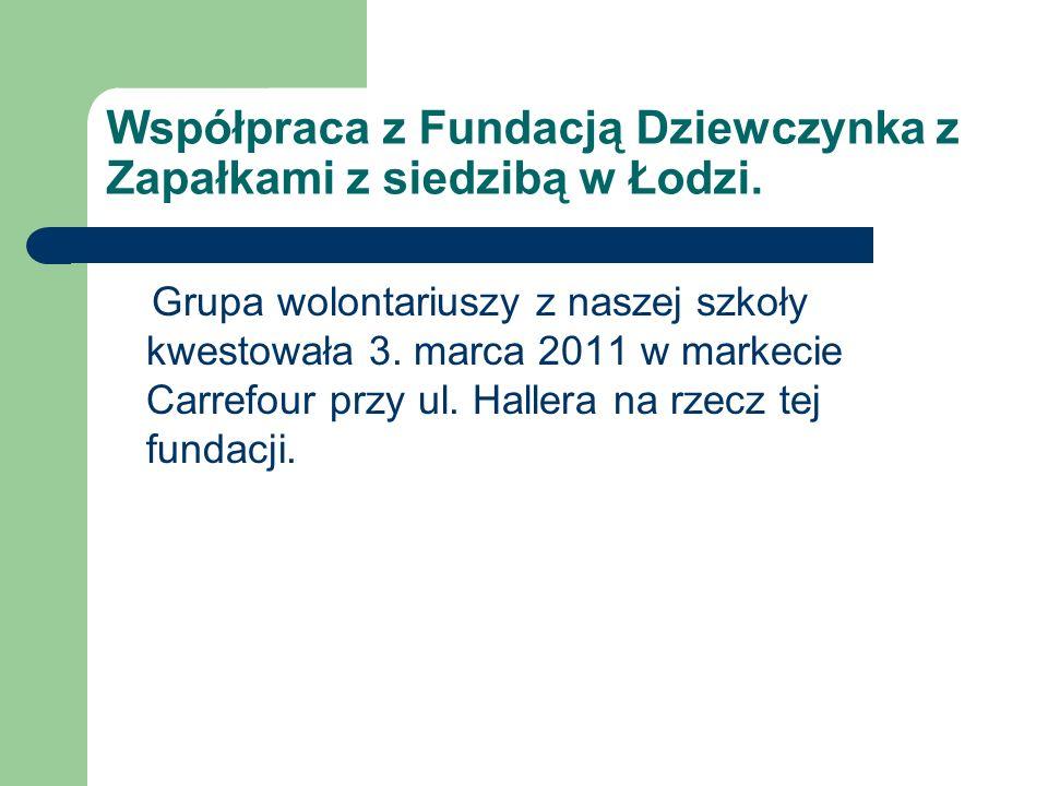 Współpraca z Fundacją Dziewczynka z Zapałkami z siedzibą w Łodzi. Grupa wolontariuszy z naszej szkoły kwestowała 3. marca 2011 w markecie Carrefour pr