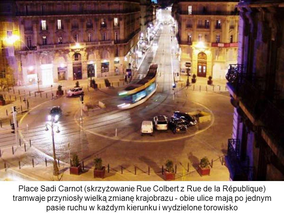 Place Sadi Carnot (skrzyżowanie Rue Colbert z Rue de la République) tramwaje przyniosły wielką zmianę krajobrazu - obie ulice mają po jednym pasie ruc