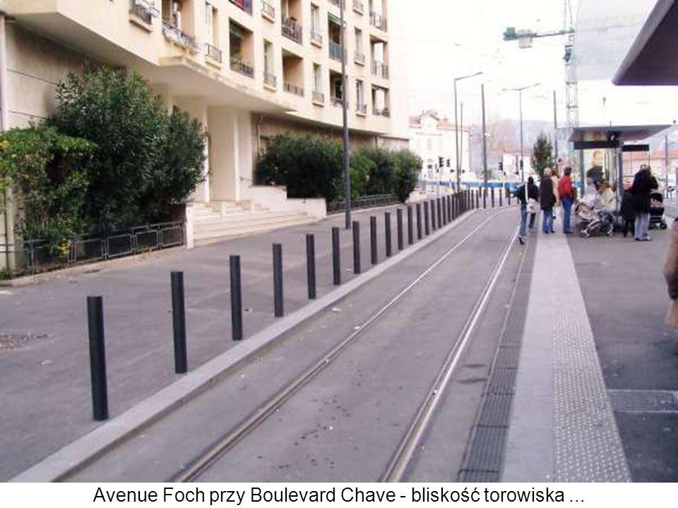 Avenue Foch przy Boulevard Chave - bliskość torowiska...