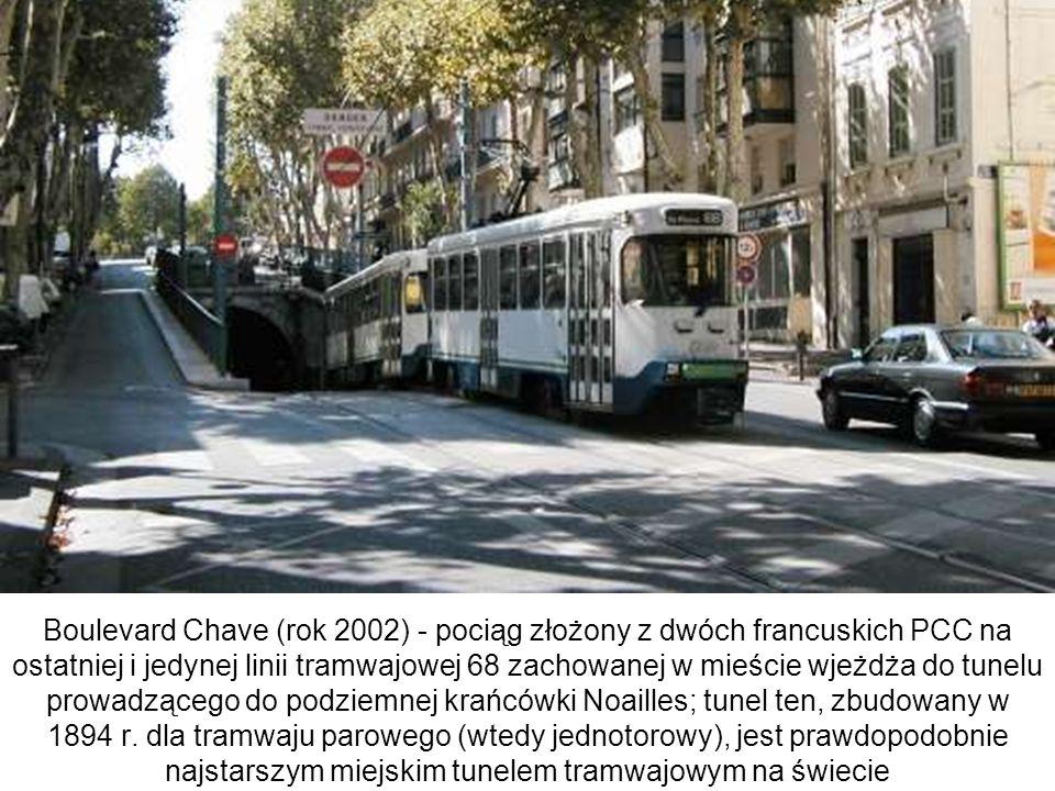 Boulevard Chave (rok 2002) - pociąg złożony z dwóch francuskich PCC na ostatniej i jedynej linii tramwajowej 68 zachowanej w mieście wjeżdża do tunelu