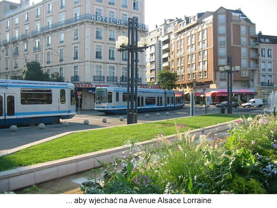 ... aby wjechać na Avenue Alsace Lorraine