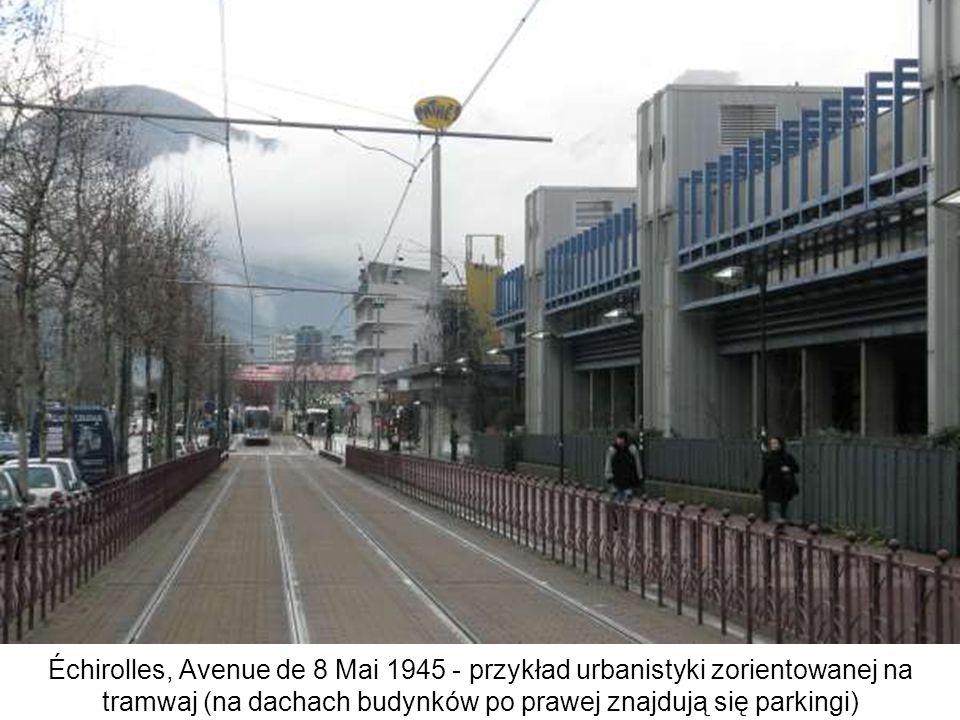 Échirolles, Avenue de 8 Mai 1945 - przykład urbanistyki zorientowanej na tramwaj (na dachach budynków po prawej znajdują się parkingi)