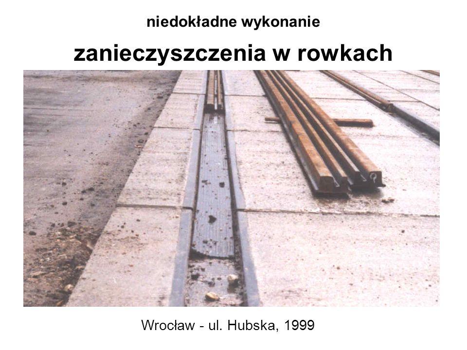 niedokładne wykonanie zanieczyszczenia w rowkach Wrocław - ul. Hubska, 1999