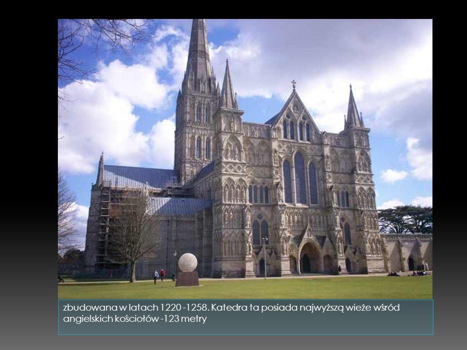 Katedra w Burgos jej budowę zaczęto już w 1221 roku a ukończono dopiero w XV wieku