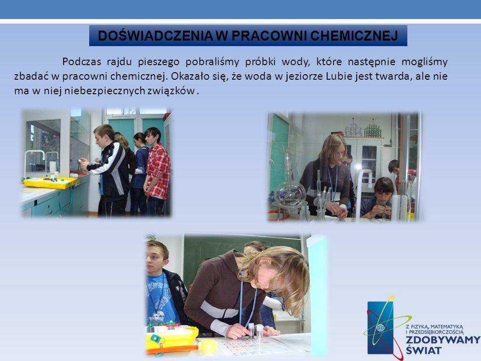 DOŚWIADCZENIA W PRACOWNI CHEMICZNEJ Podczas rajdu pieszego pobraliśmy próbki wody, które następnie mogliśmy zbadać w pracowni chemicznej. Okazało się,
