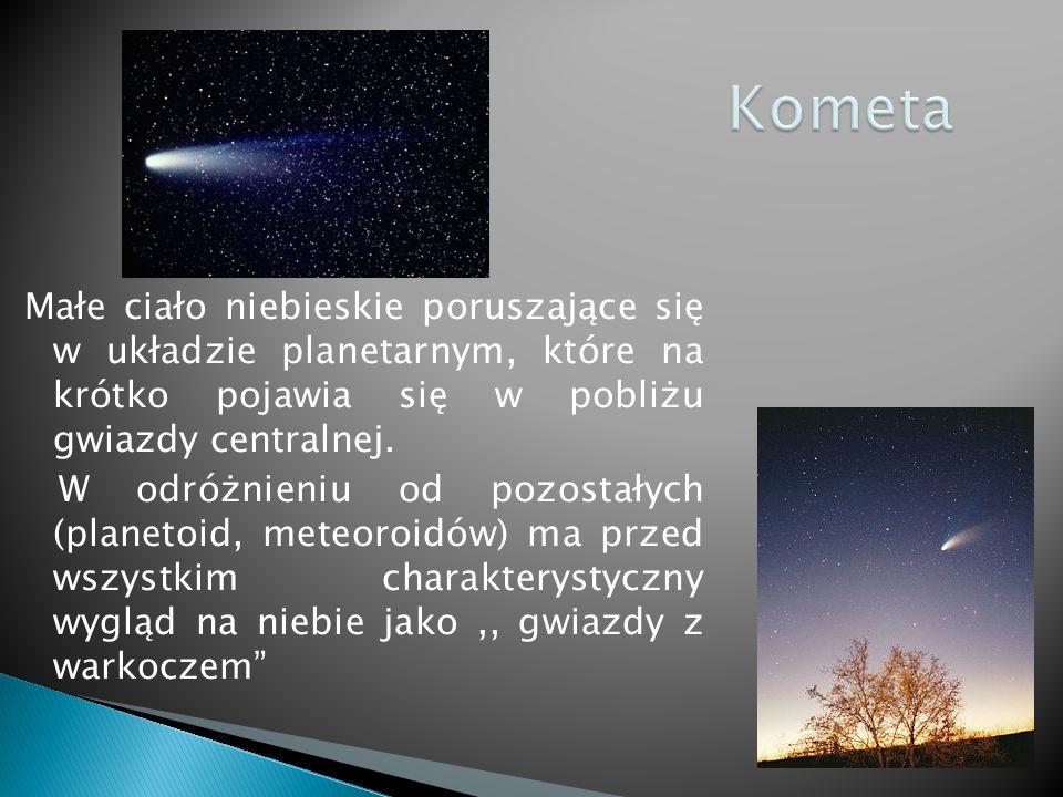 Małe ciało niebieskie poruszające się w układzie planetarnym, które na krótko pojawia się w pobliżu gwiazdy centralnej.