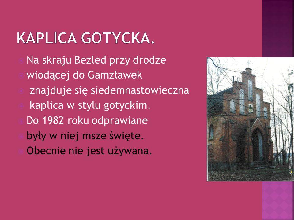 Na skraju Bezled przy drodze wiodącej do Gamzławek znajduje się siedemnastowieczna kaplica w stylu gotyckim. Do 1982 roku odprawiane były w niej msze