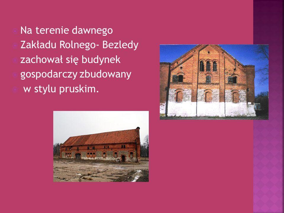 Na terenie dawnego Zakładu Rolnego- Bezledy zachował się budynek gospodarczy zbudowany w stylu pruskim.