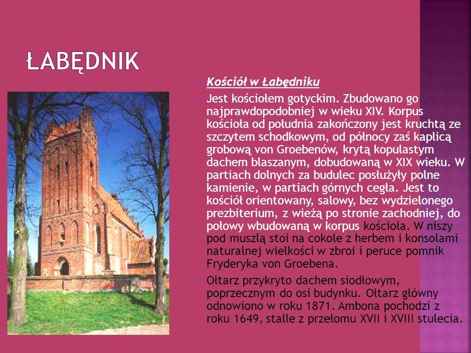 Kościół w Łabędniku Jest kościołem gotyckim. Zbudowano go najprawdopodobniej w wieku XIV. Korpus kościoła od południa zakończony jest kruchtą ze szczy