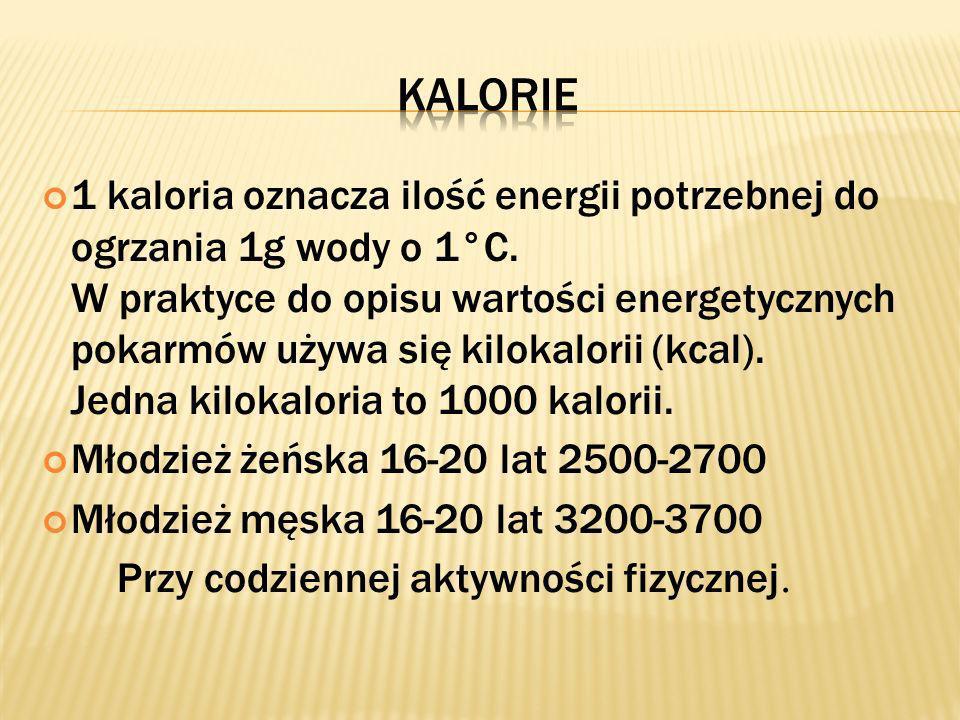 1 kaloria oznacza ilość energii potrzebnej do ogrzania 1g wody o 1°C. W praktyce do opisu wartości energetycznych pokarmów używa się kilokalorii (kcal