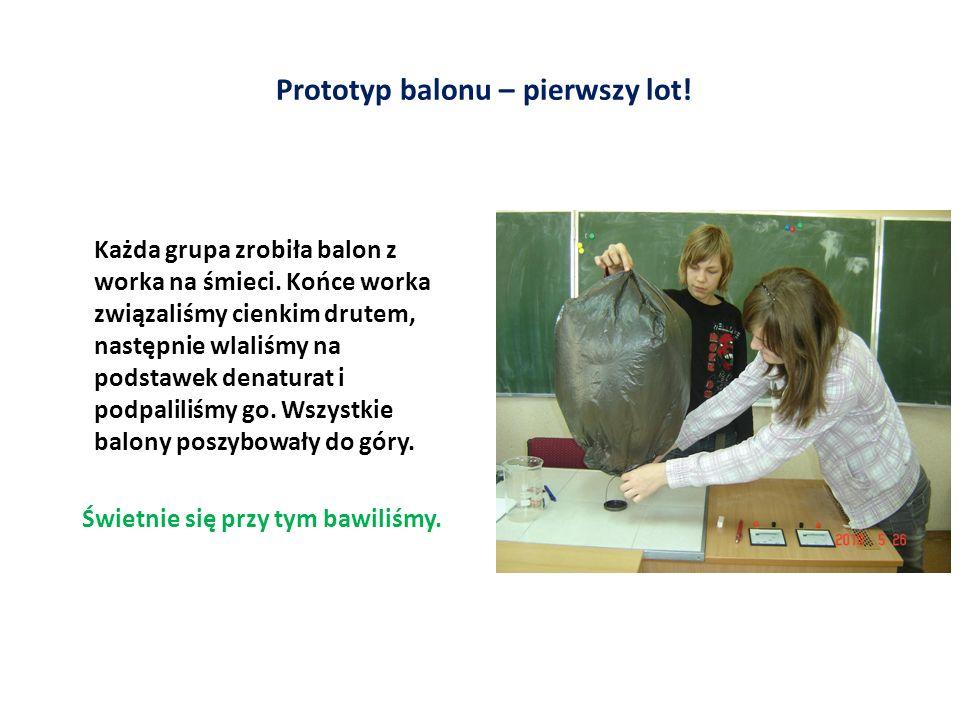 Prototyp balonu – pierwszy lot. Każda grupa zrobiła balon z worka na śmieci.