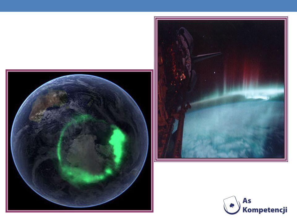 Zorze są obserwowane podczas burz jonosferycznych, a wysoka wówczas jonizacja powoduje zaburzenia w rozchodzeniu się fal radiowych, a nawet zupełny ich zanik.